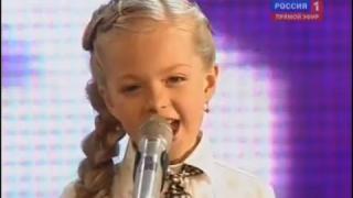 歌が上手すぎる8歳のAnastasia Petrik ちゃん