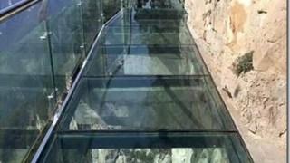 【チャイナ】1km上空のガラス製床にヒビが入って大ニュース