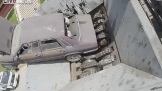 車からソファーまで何でも粉砕するシュレッダー