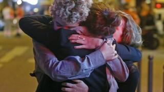 フランスの同時多発テロで死者120人以上