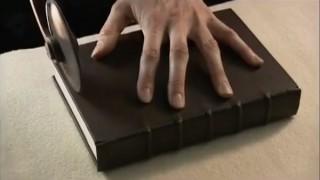 15世紀と同じ方法で製本した本が重厚すぎる