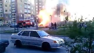 事故を起した車が大爆発する瞬間